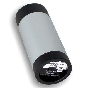 http://www.termometer.se/Handinstrument/Ljudmatning/Ljudkalibrator-Klass-1.html  Ljudkalibrator Klass 1  Enkel att använda Uppfyller IEC-61672-2002 CLASS 1