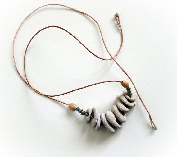 naturstrand gebohrte steine kieselsteine halskette strand schmuck schmuck pinterest. Black Bedroom Furniture Sets. Home Design Ideas