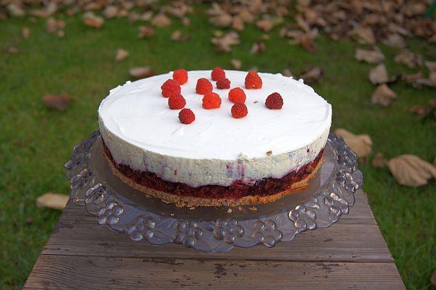 Tort malinowo waniliowy