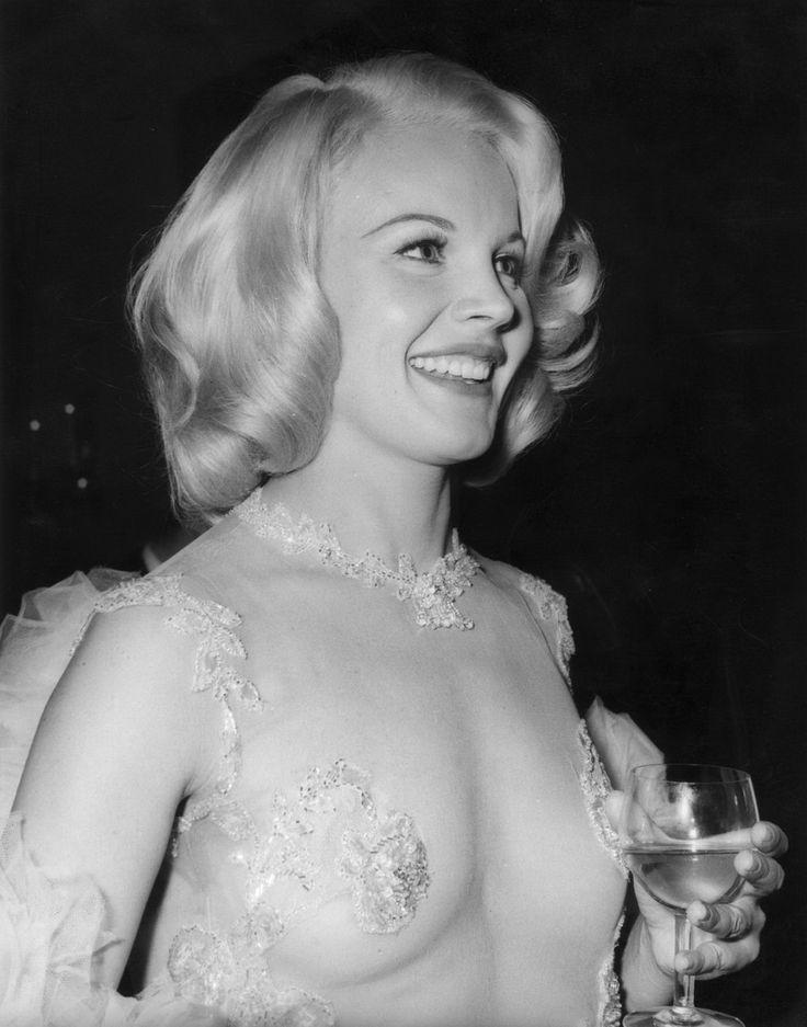 Carroll Baker (Nominada al Oscar a la mejor actriz por Baby Doll, de Elia Kazan, en 1956; también apareció en Gigante, La conquista del Oeste y El gran combate).