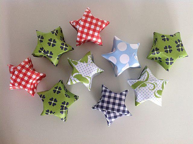 Bellas bedrifter: Små buttede origamistjerner af flettestrimler...