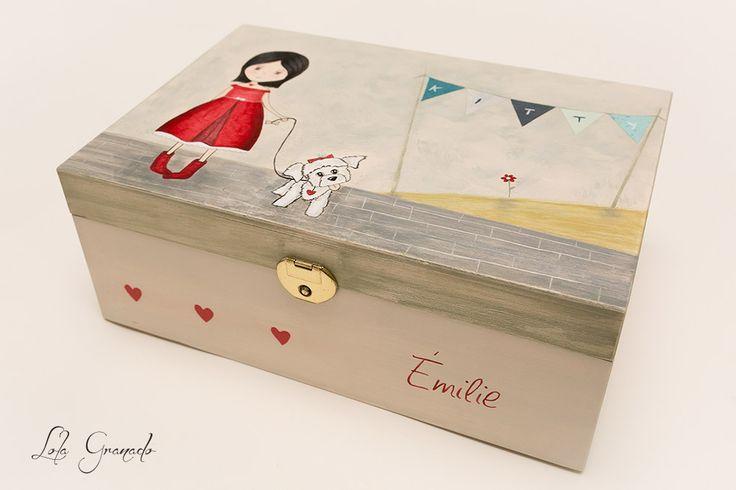 #Joyero de #madera #pintado a mano. Niña con su perrita. www.lolagranado.com
