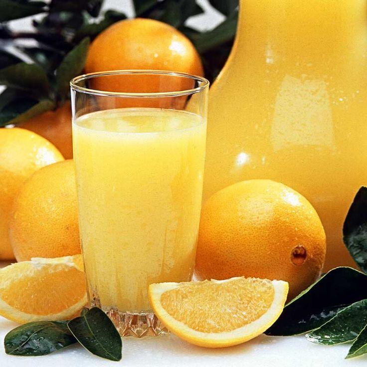 Osladený čaj zmiešame s pomarančovou šťavou a necháme vychladnúť. Podávame v pohároch s ľadom a zdobíme plátkami citróna.