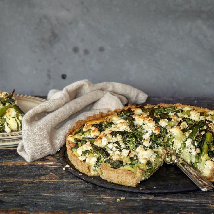 Pai med asparges, brokkoli og feta
