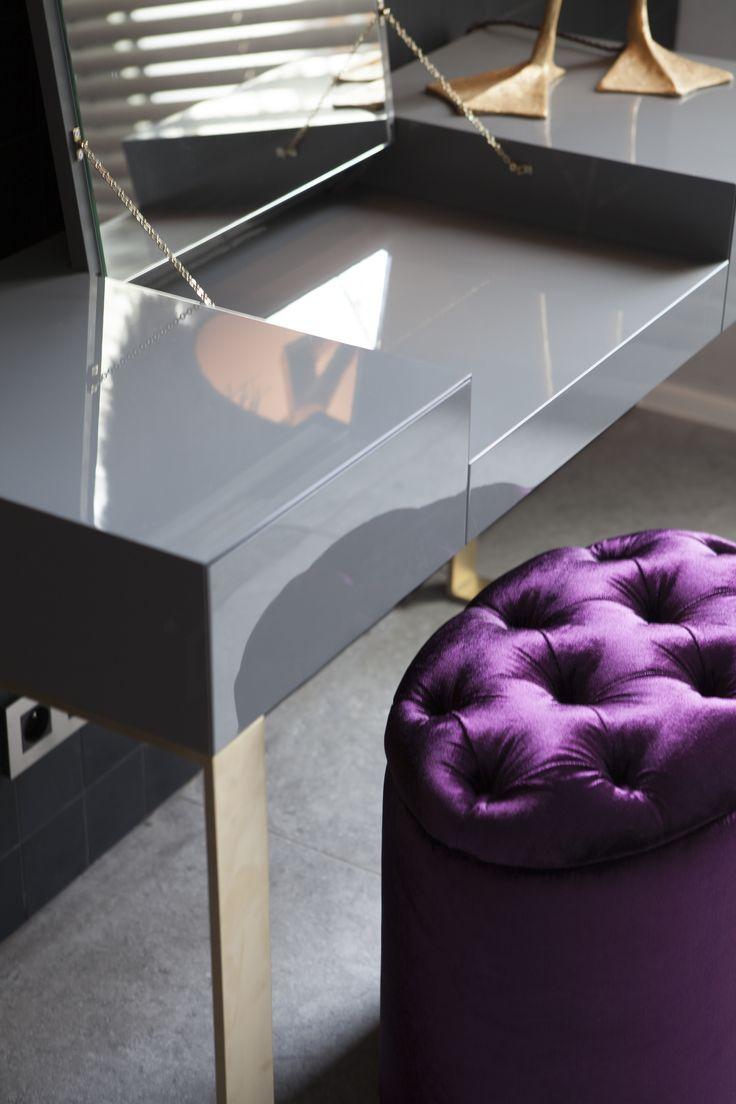 Byron & Jones Interiors - Gold - Grey - Make up table - Mirror - Messing - Grey