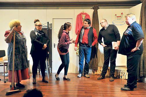 Bühnenprogramm im Desingeröder Pfarrheim