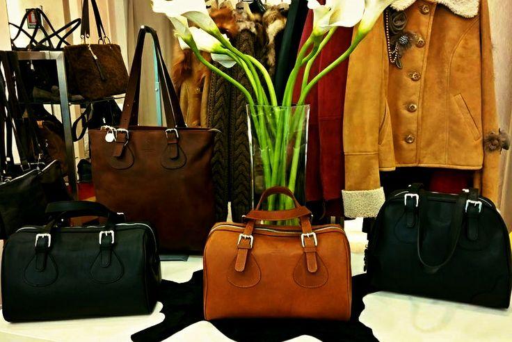 www.atelierclasse.com #Florence #madeinItaly #leather #black #brown #darkbrown #handbags #handmade #polimoda #accessorizes