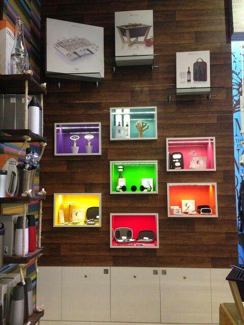 Cajas de exhibici n de colores con luces led dise o de - Luces led de colores ...