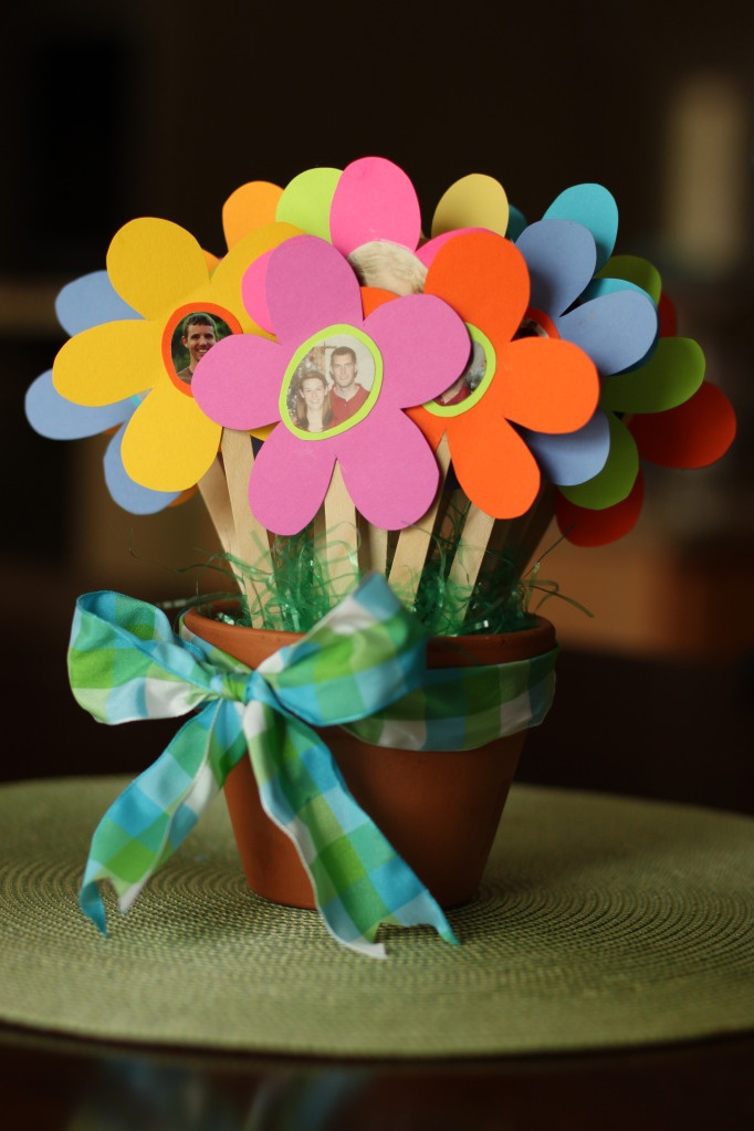 teaching your child to pray for others...prayer flowers/prayer sticks
