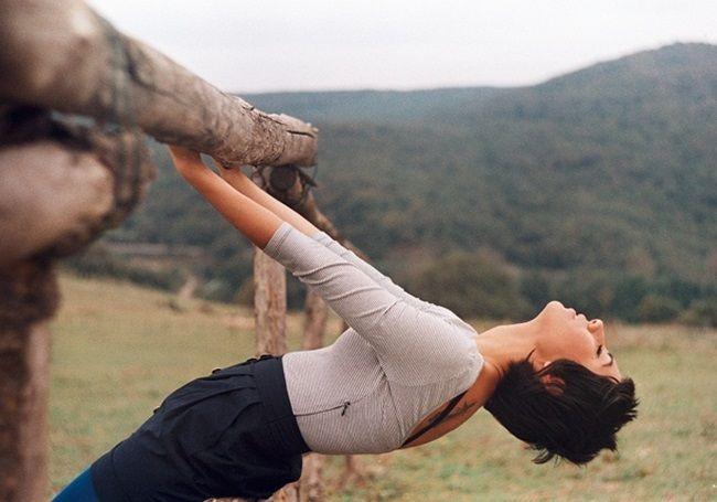 Frase da autora Gretchen Rubin no livro Projeto Felicidade: É fácil ser pesado. Difícil é ser leve. É difícil viver com leveza porque, por incrível que pareça, nos sentimos mais fortes e seguros quando temos com o que nos preocupar, questões a solucionar e problemas que precisam de nós para serem resolvidos. Por causa de…