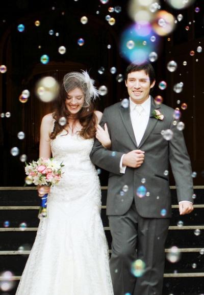 Wedding bubbles. Perfect for my aquarium wedding :)