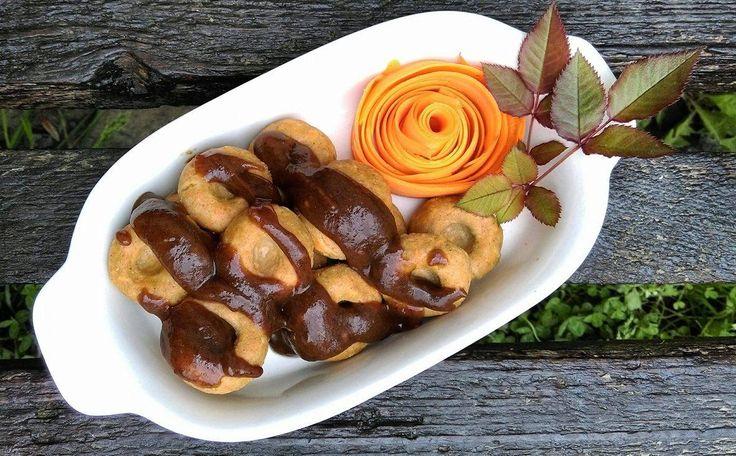 Kluski owsiano-marchewkowe sosem z suszonych śliwek