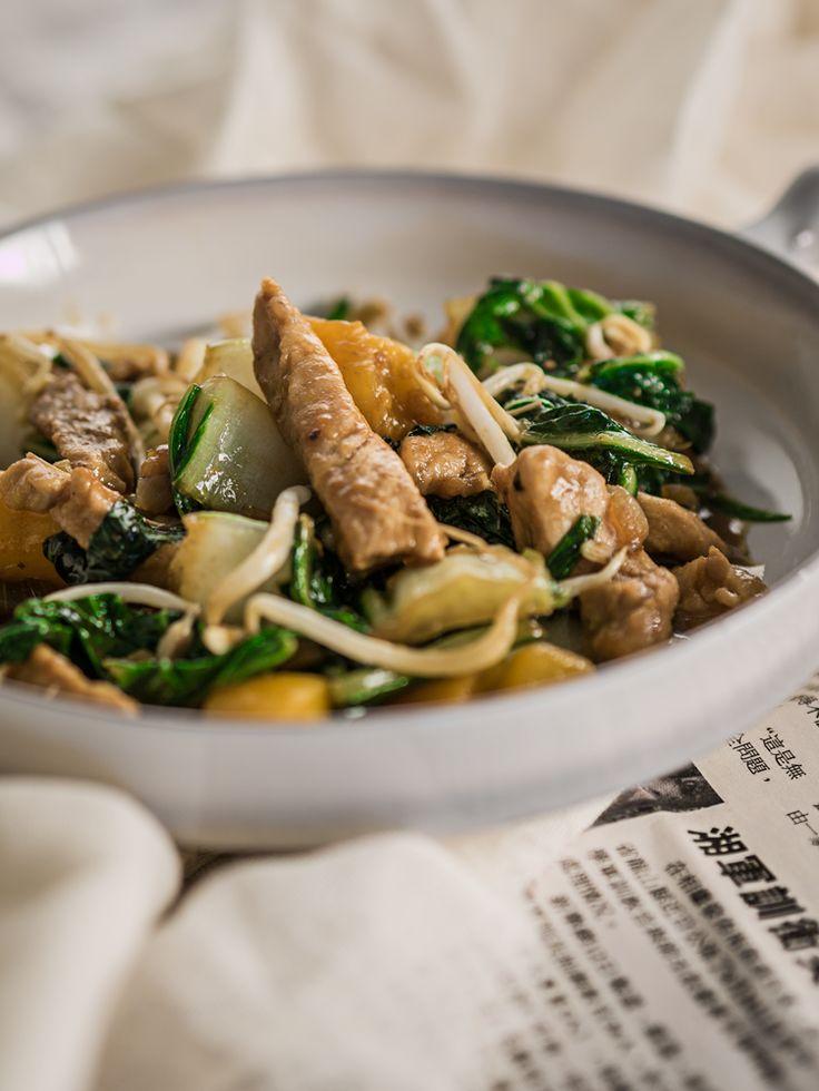 Wokschotel met oosterse hamlappen in perziksaus, snel en makkelijk recept. Perfect voor op drukke dagen.