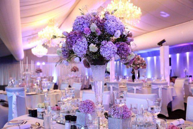 déco de table florale en hortensias pourpres