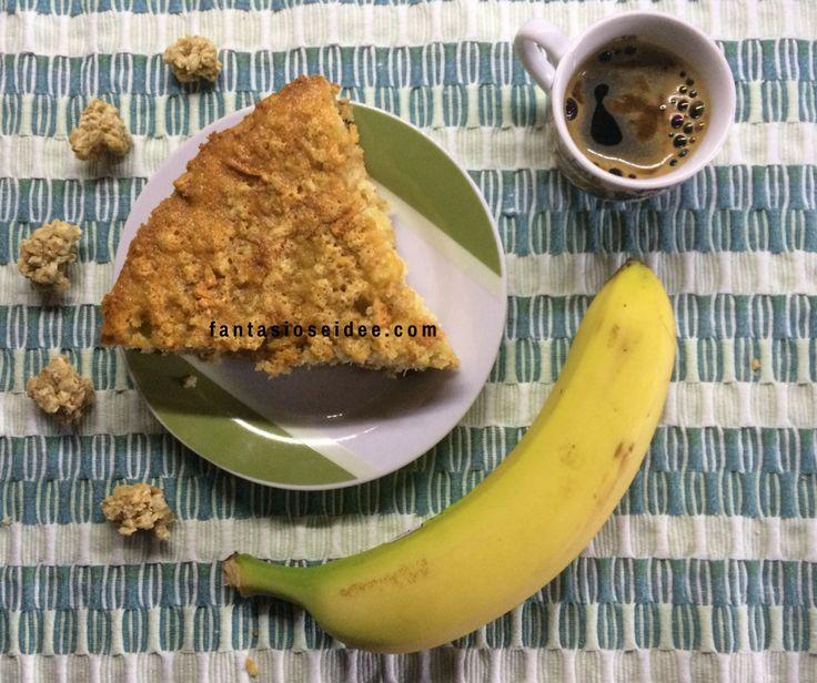 Oggi vi presento questa Torta con Muesli e Frutta, semplice, veloce e buona, realizzata con del Muesli misto a della Fruitta (quello che ho acquistato io contiene: fiocchi d'avena e frutta mista come uvetta, banane, ananas, mele, prugne e papaia).  La torta Muesli e Frutta è adatta sia per una prima colazione accompagnata con un caffè d'orzo e un pò di frutta, sia per una sana merenda per i bimbi più piccoli e perchè no, anche per noi grandi.