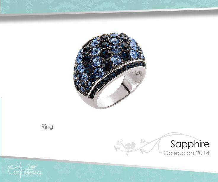 Este anillo tiene cristales en tono zafiro y topacio con un hermoso brillo. La argolla es en tono hematita con brillo de cristales alternando tonos claros y oscuros. Talla 5 - 10. www.lacoqueteria.co #rings #anillos #accesories #beautiful #lacoqueteria  #fashion #shoppingonline #tiendaenlinea #mexico #accesorios #boda #moda #vestidos #casual #joyeria #bisuteria #monterrey #merida