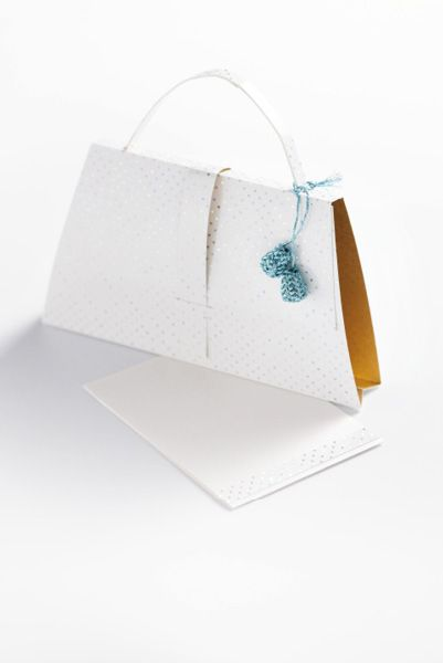 DIY paper purse with free printable template from Ariadne at Home. Tutorial in Dutch. Idea: insert an invitation.