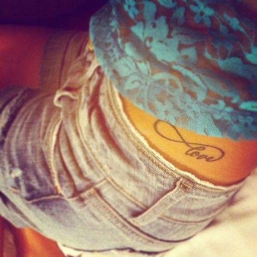 hip tattoo |