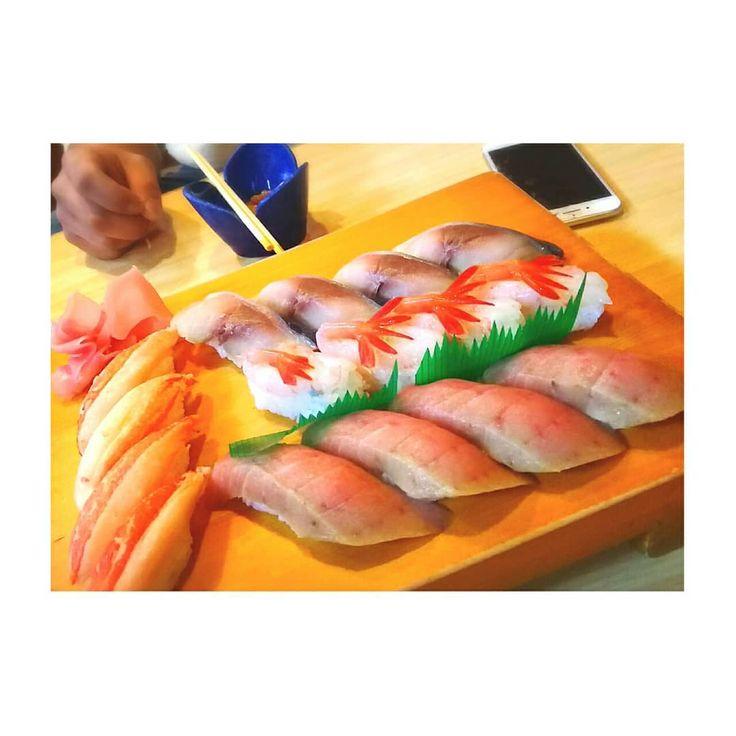 . 回らないおしゅし 美味しかった . . . . . #回らないお寿司 #寿司 #エビ #カニ #マグロ #鯖 #魚 #ホタテ #帆立 #fish #shrimp #crab #scallops #美味しかった #お腹いっぱい #海産物 #大好き #幸せ #instafood #instagram