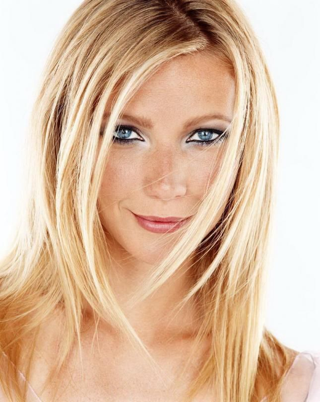 Gwyneth Paltrow - gorgeous heavily-lined eyes with a pop of illuminator on the inner corners to keep the whole look from being too heavy.  Love her barely-there foundation and subtle pink lips.