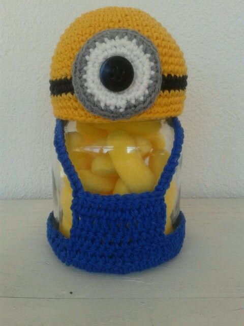 Minion snoeppotje haken. Gemaakt van groentepotje. Crochet minion candy jar. I can email you the pattern if you want.
