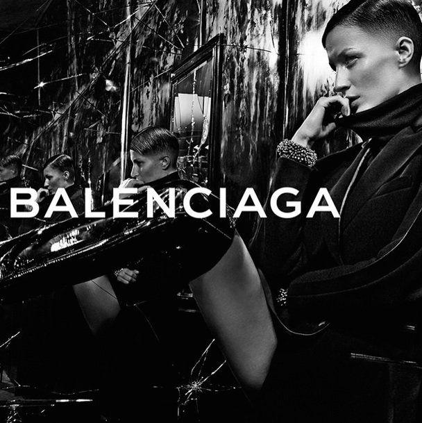 Gisele Bündchen: http://luxury.mundiario.com/articulo/beautifulpeople/gisele-bundchen-luce-nuevo-corte-pelo-muy-masculino-balenciaga/20140630195659002383.html #giselebündchen