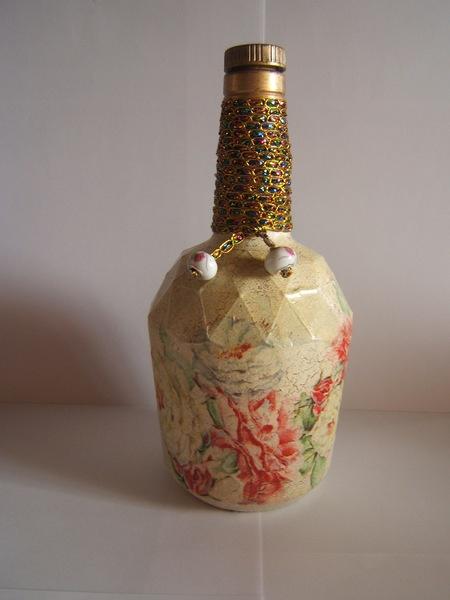 Bonita botella decorada con delicadas flores decoupage - Botellas con velas ...