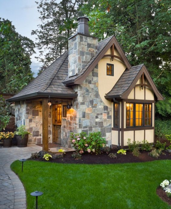 Nice cottage home... wish it showed a floor plan