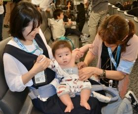 赤ちゃん泣かさぬ空の旅 心拍数で予兆把握 全日空機 アプリ実用化へ飛行実験 - 西日本新聞