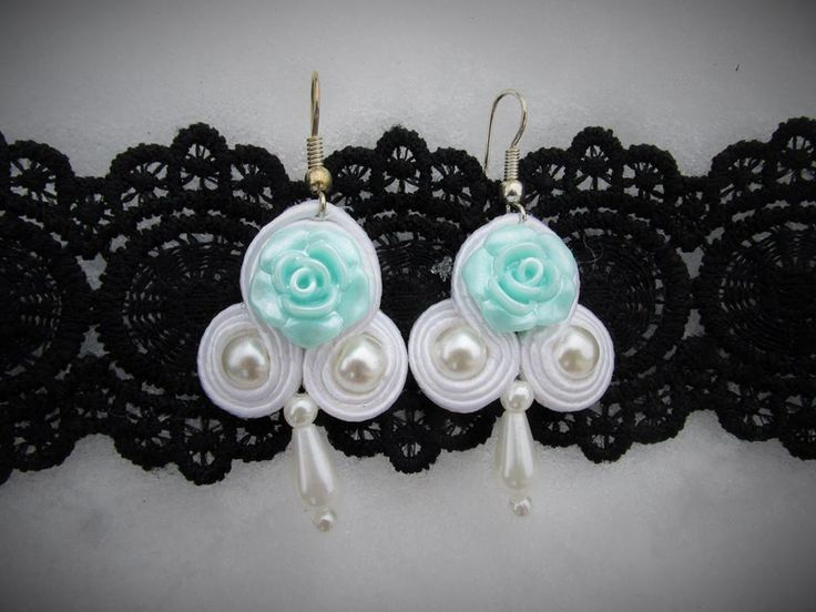 Delicat white soutache earrings with pearls and light  turquoise cobochon!