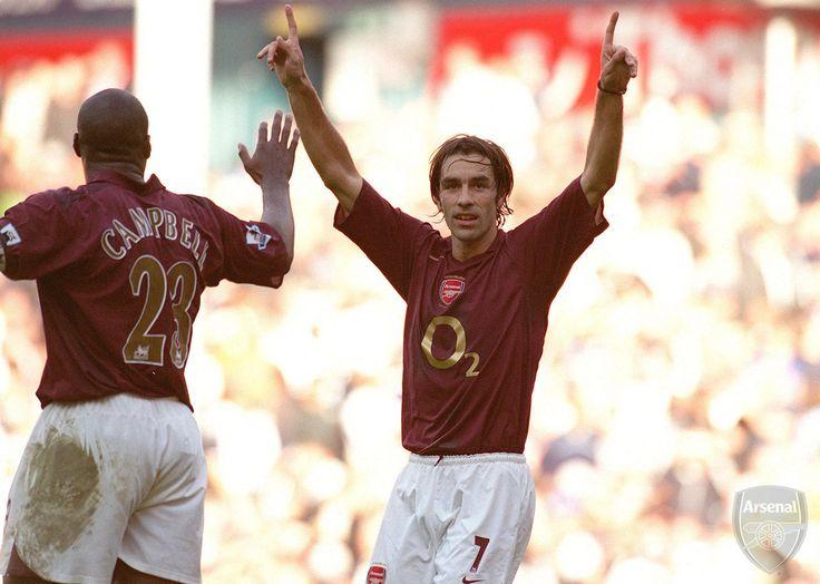 Robert Pires scores Arsenal's goal. Tottenham 1:1 Arsenal, Barclays Premiership, White Hart Lane, Tottenham, London, 29/10/2005. Credit : David Price / Arsenal Football Club.