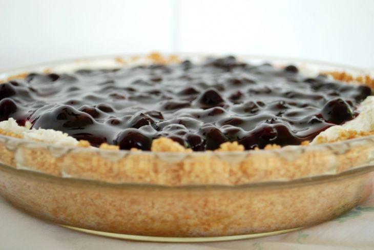 No-Bake Blueberry Cheesecake Pie  @themerrythought