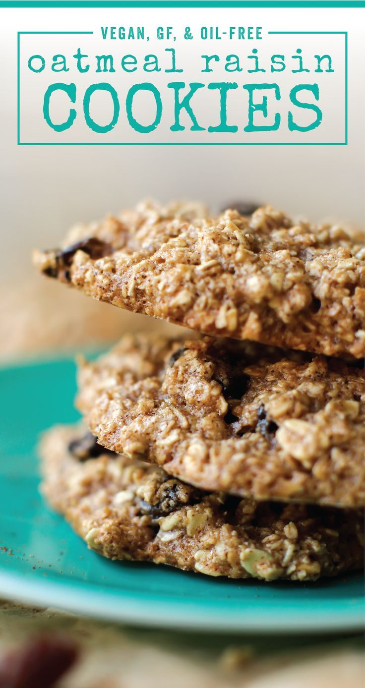 Sweet raisins. Spiced cookie. Crispy edges. This is the perfect oil-free vegan Oatmeal Raisin Cookie! #vegan #glutenfree #breakfast #healthy #lowfat #dessert