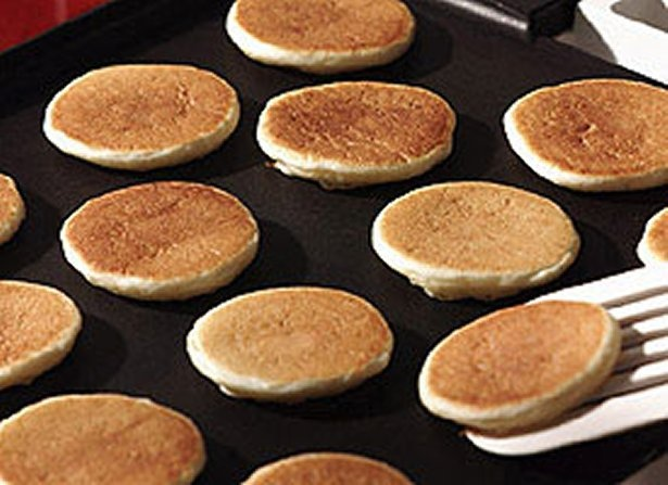 Silver Dollar Pancakes..need to make with my new mini pig frying pan! fun in da kitchen!!