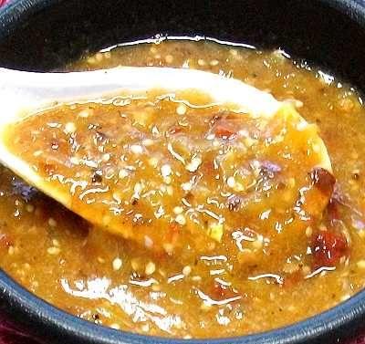 Salsa sencilla de chile morita -- buenísima para acompañar carnes, quesadillas, etc. // Chile morita table sauce, a wonderful accompaniment to grilled or roasted meats, quesadillas, etc.