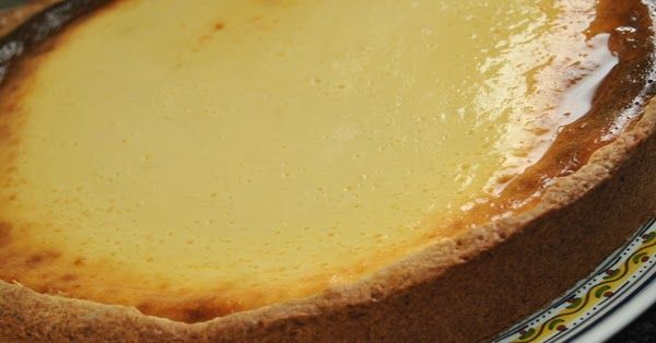 De textura densa e húmida é muito aromático e pouco doce, sobressaindo o sabor acre do queijo. Para os apreciadores de cheesecake de forno, ...