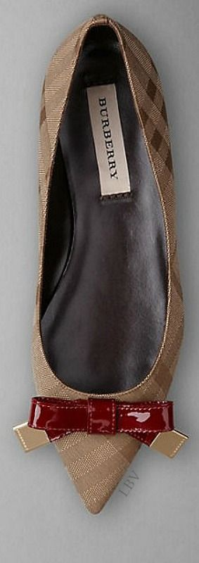 Burberry Prorsum AW14   LBV S14 ♥✤ - love these classic Burberry print pointed flats...x