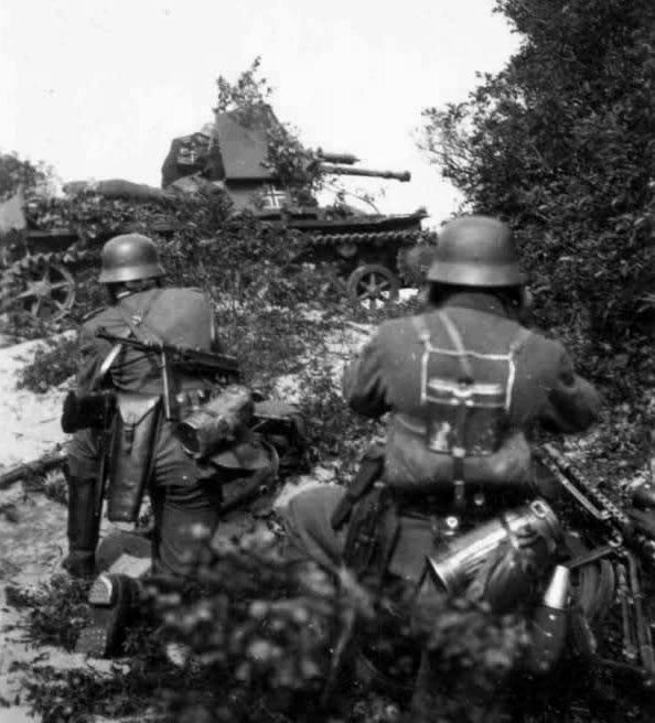 Panzerjäger I supporting heavy equipped Landsers with the precision of its Czech 47 mm gun..