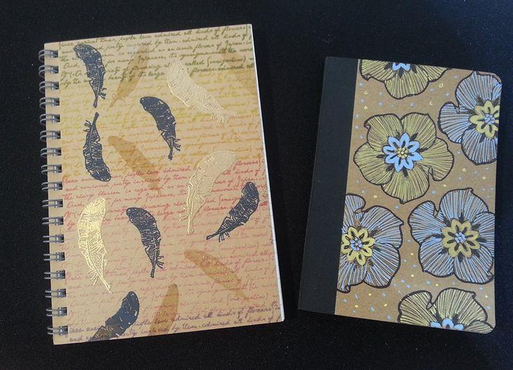 Cuadernos estampados con tinta y relieve y coloreados a mano