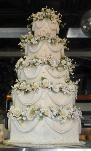 how big of a wedding cake do i need for 100 guests best 25 wedding cakes ideas on 15353