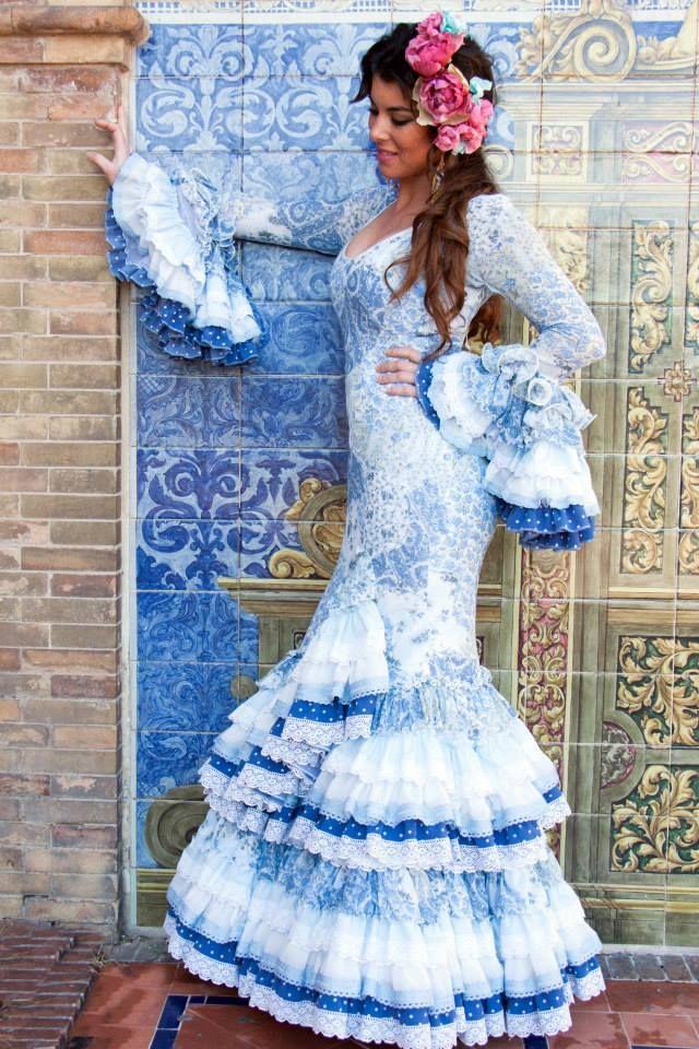 ▶️ Traje de flamenca azul de gasa estampado  Diseño exclusivo de Viviana Iorio ▶️ Colección 2015, Sevilla, España  info@vivianaioriotrajesdeflamenca.com