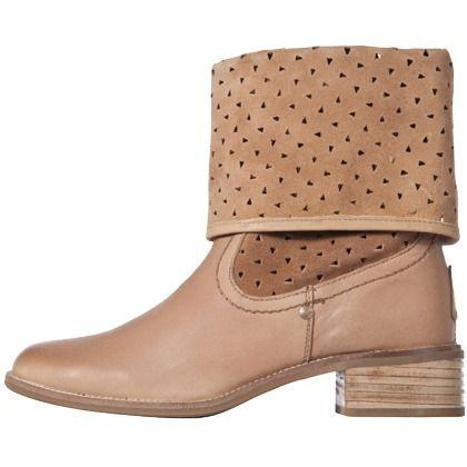 Braune #Stiefeletten mit #Lochmuster, besonders toll zu #Jeans und weißen Kleidern ab 94,95€ ♥ Hier kaufen: http://www.stylefru.it/s767179 #schuhe #boots #cutouts