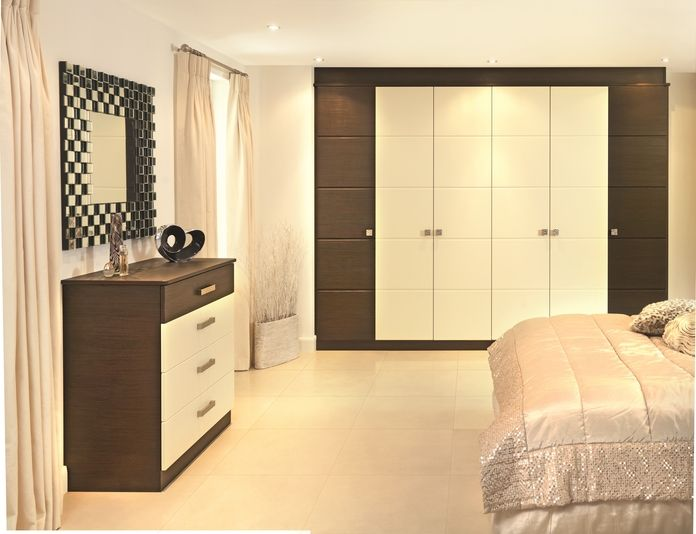 Looking for a classic look that fits both traditional or modern homes? This bedroom design features an incredible wardrobe and comes in a variety of colour combinations.
