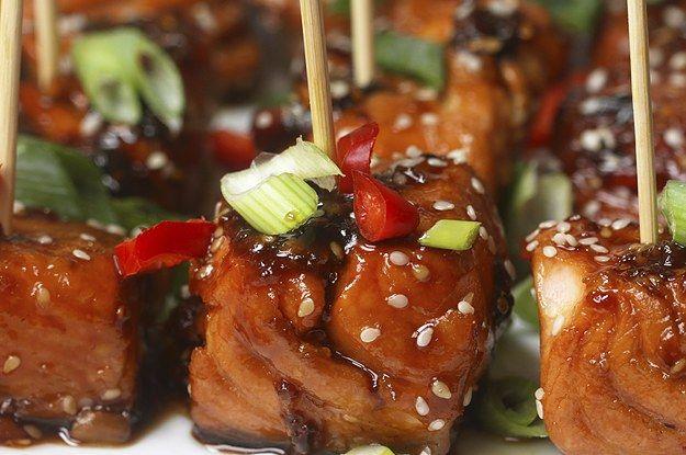 Aprenda a fazer os petiscos de salmão teriyaki: | Confira estes deliciosos petiscos de salmão teriyaki