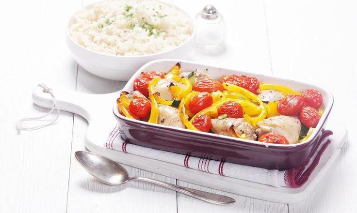 Tip na lehké jídlo: skvělá rýže s kuřecím masem, paprikou, rajčaty a cuketou! Tesco Recepty - vaše čerstvá inspirace na každý den.