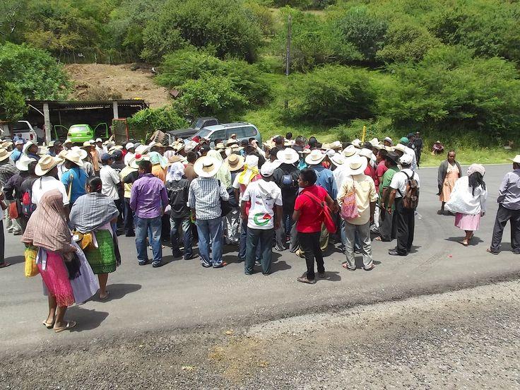 Pobladores cierran carretera Chilpancingo–Iguala - http://notimundo.com.mx/acapulco/pobladores-cierran-carretera-chilpancingo-iguala/15015
