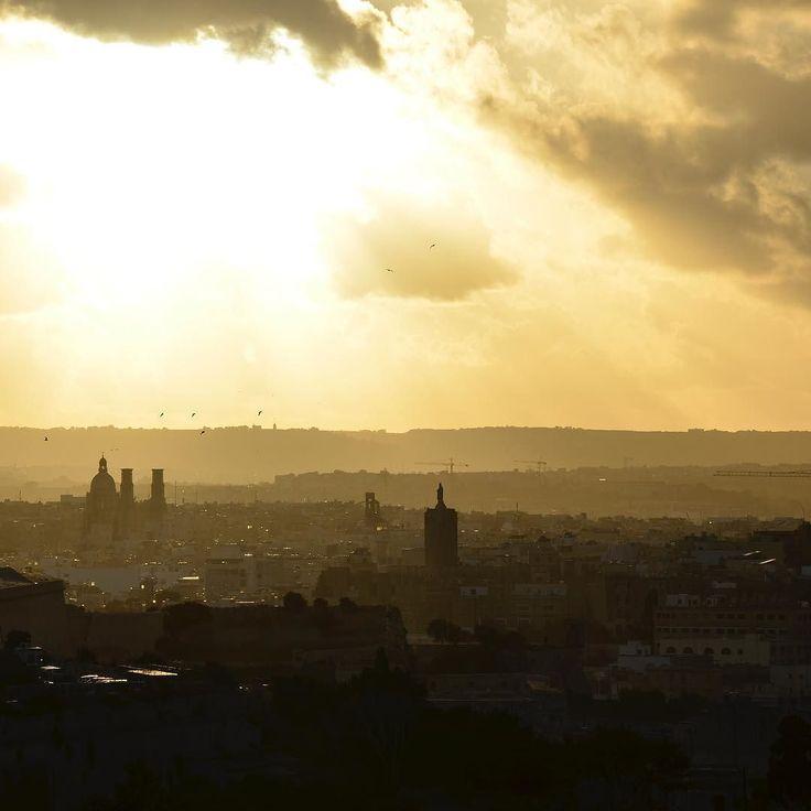 Ich muss mich nich etwas an Malta gewöhnen. Besonders der Linksverkehr bedeutet hohe Konzentration für mich. Aber das Licht über Malta ist grossartig. Es erinnert mich ein wenig an die Wärme im Provence-Licht  Ein Traum der Finger auf dem Auslöser steht fast nicht still.