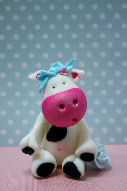 Sugarpaste cow tutorial.