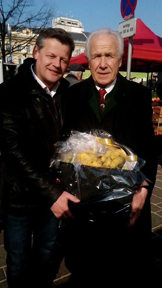 Ich wünschte unlängst Gemeinderat Herrn Reinhold Gasper alles Gute zum Geburtstag und viel Glück und Gesundheit auf dem weiteren Lebensweg. Schön, dass wir so tolle Menschen in Klagenfurt haben!