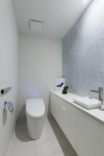トイレ/バス事例:トイレ(ホテルライクなモダン空間(リノベーション))